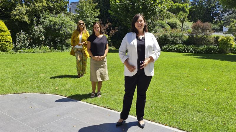 *Arq. Gabriela Pallares, Arq. Paula Rial y la embajadora Faye O'Connor.*