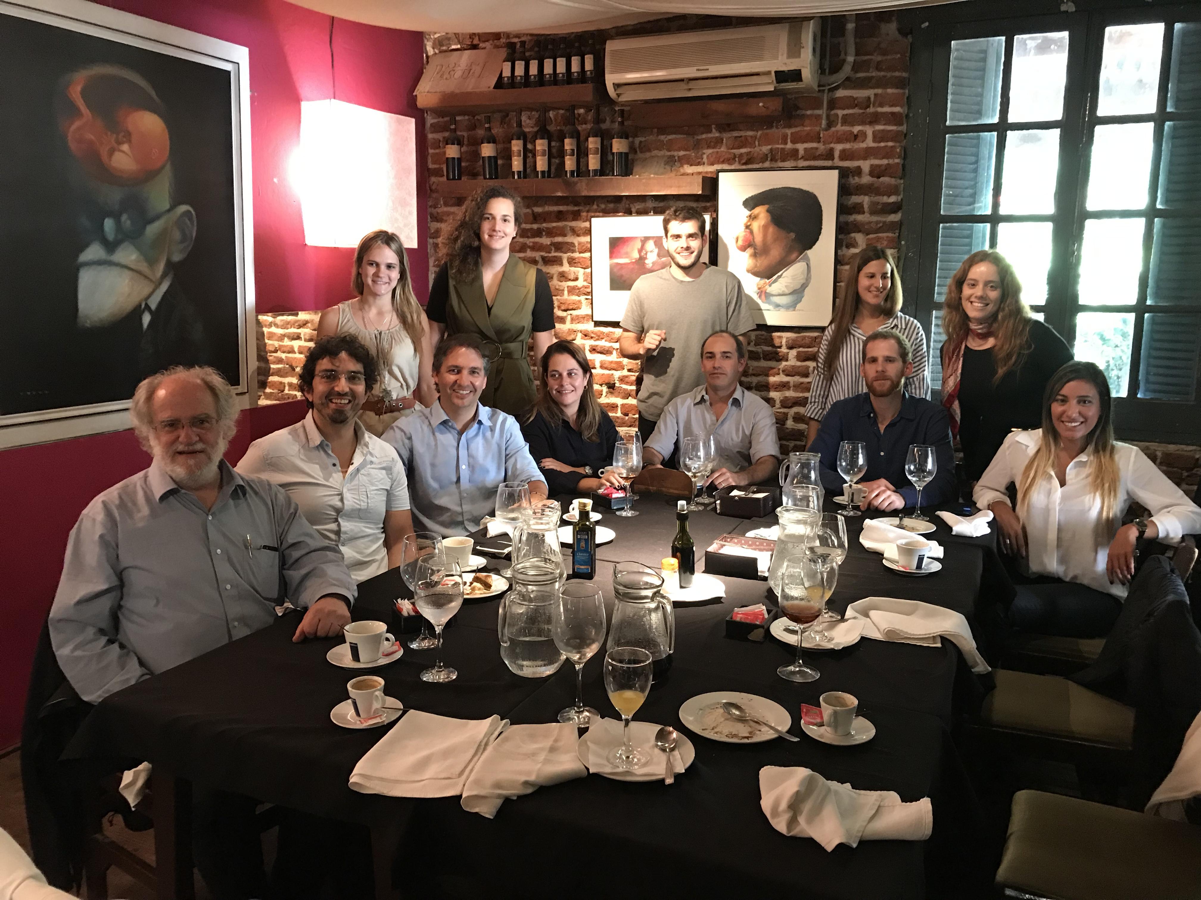 Almuerzo con graduados Teodoro Fernández