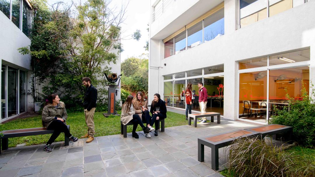 Patio Facultad de Arquitectura - Universidad ORT Uruguay
